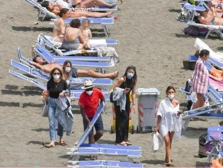 Stabilimenti non sanificati e pochi controlli, blitz Nas nelle spiagge: irregolare 1 su 3