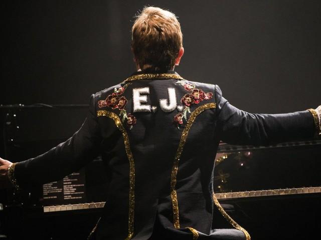 Elton John sta male, l'annuncio sui social e l'annullamento dello show