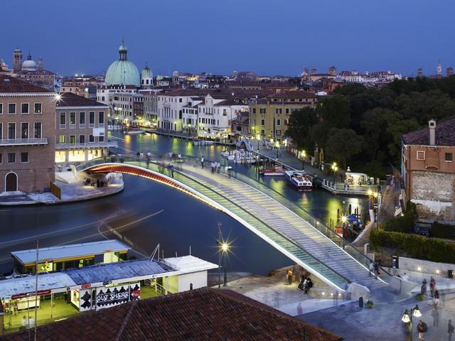 L'architetto Santiago Calatrava condannato a risarcire 78mila euro per il suo ponte a Venezia