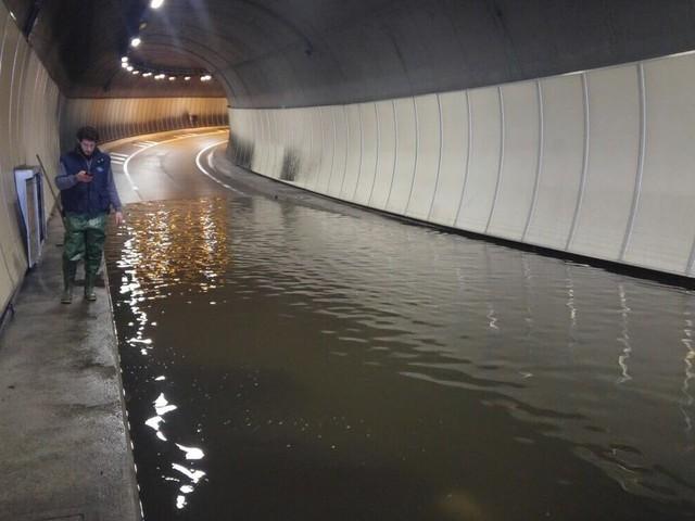 Allagamenti a Trento: chiuse due gallerie e una scuola