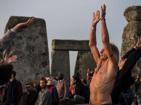 Solstizio d'Estate 2017, i riti magici a Stonehenge: le immagini