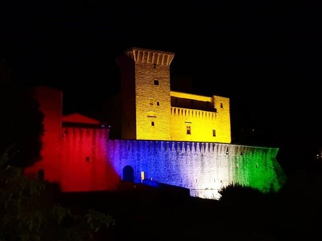 """Giochi """"mancati"""", Rocca Flea si illumina con i colori delle 4 Porte"""
