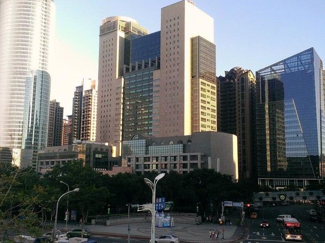 Taiwan, teenager si lancia dal tredicesimo piano di un palazzo: vivo per miracolo