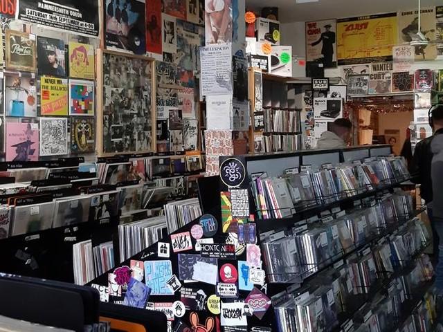 Il Record Store Day a Londra, sabato al RoughTrade s'improvvisano i live