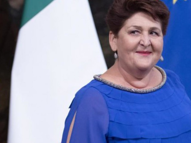 Critiche su web per Teresa Bellanova: Capezzone attacca l'abbigliamento