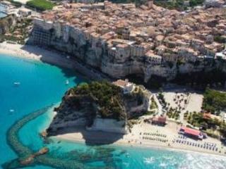 La spiaggia di Tropea tra le dieci più belle d'Italia  TripAdvisor premia i luoghi più suggestivi