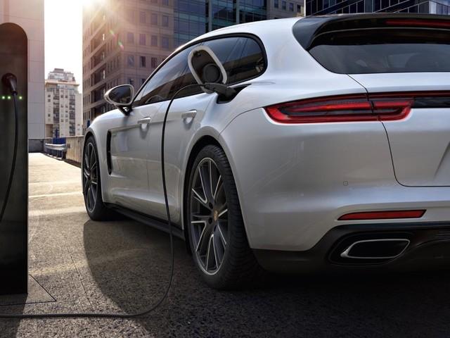 Vendite Porsche - In Europa le ibride rappresentano il 60%