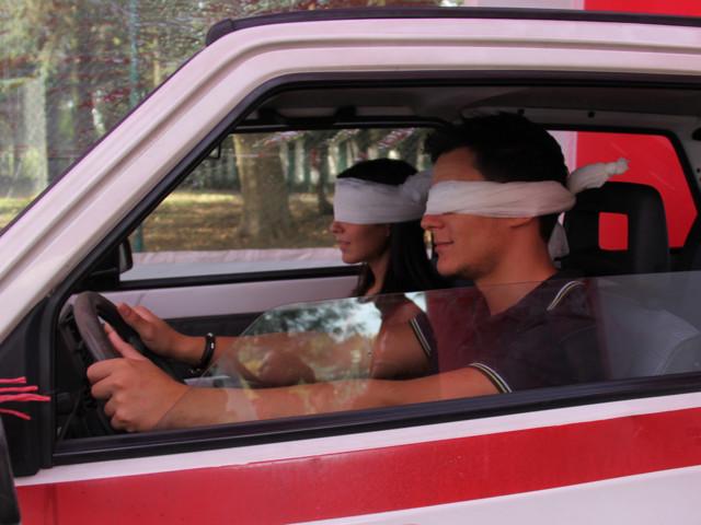 Se pensavate che il pericolo numero 1 della sicurezza stradale sia solo il telefonino vi sbagliate!