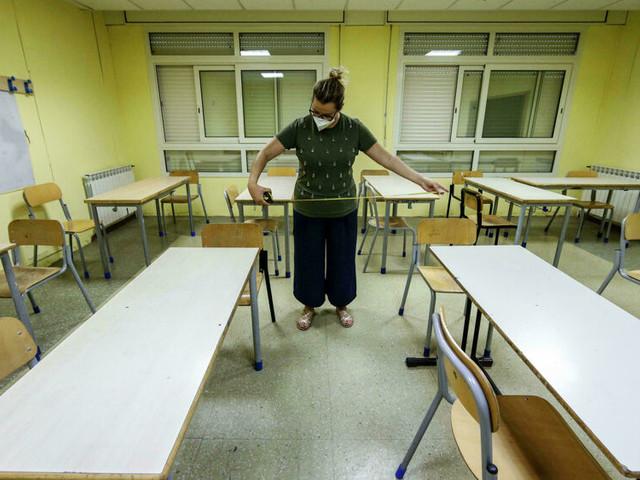 Nuova rivoluzione per le scuole superiori: tre quarti delle attività vanno fatte collegati a casa