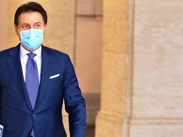 """Crisi di governo, Pd: """"Cerchiamo maggioranza politica"""". L'Udc chiude e Renzi cerca di tenere i suoi: """"Stiamo uniti, non hanno i numeri"""""""