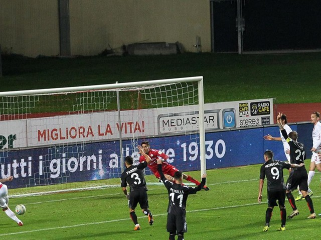 Il Padova perde la partita e la vetta della classifica