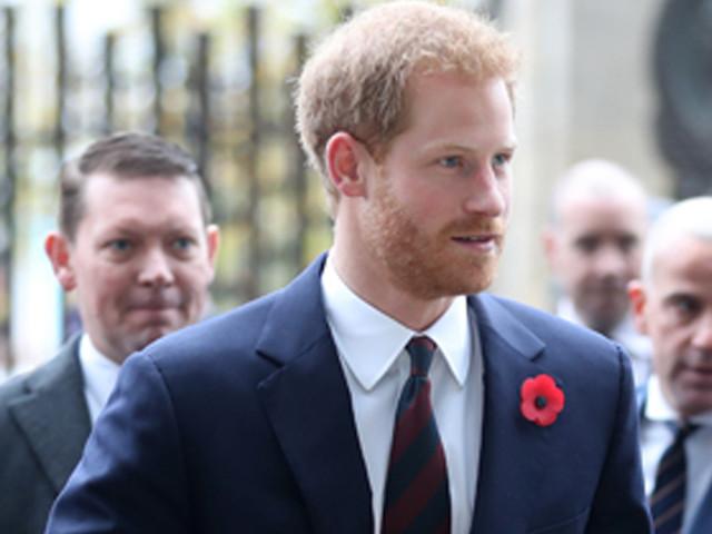 Il principe Harry si commuove per l'omaggio dei bambini al figlio in arrivo