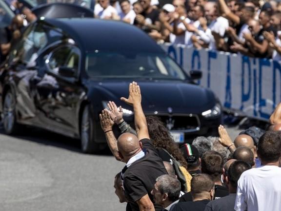 Il funerale di Diabolik tra ultras e neofascisti: altro che evento privato