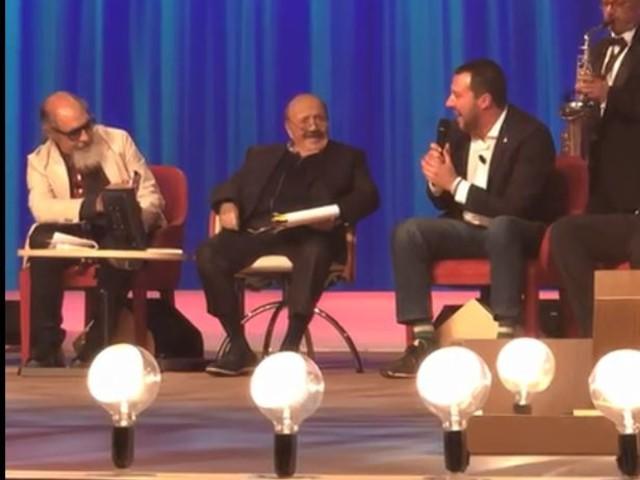 Maurizio Costanzo Show: scoppia la pace tra Salvini e Mahmood