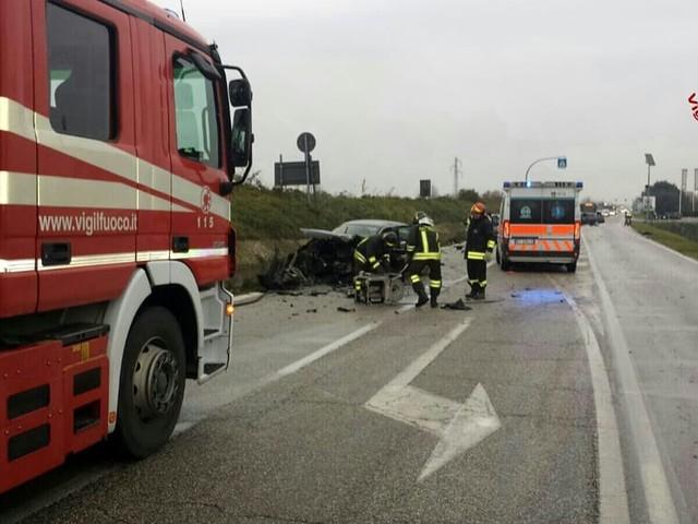 Incidente all'ora di pranzo in strada Battaglia: tre feriti, uno elitrasportato a Padova