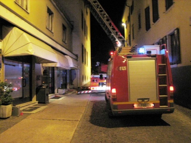 Sospetta fuga di gas in centro Vigili del fuoco in azione