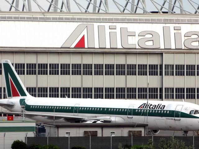 Tria sconfessa Di Maio sul piano per Alitalia «Al Tesoro decido io»