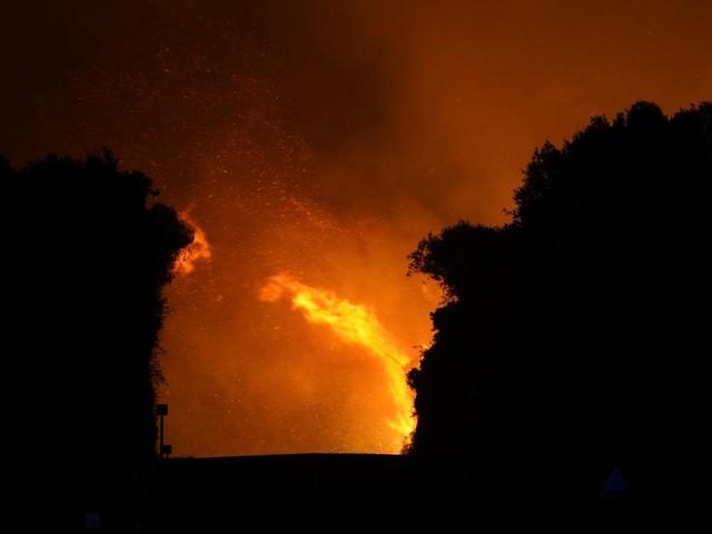 Inferno in Sardegna, vasto rogo nell'oristanese: centinaia di evacuati