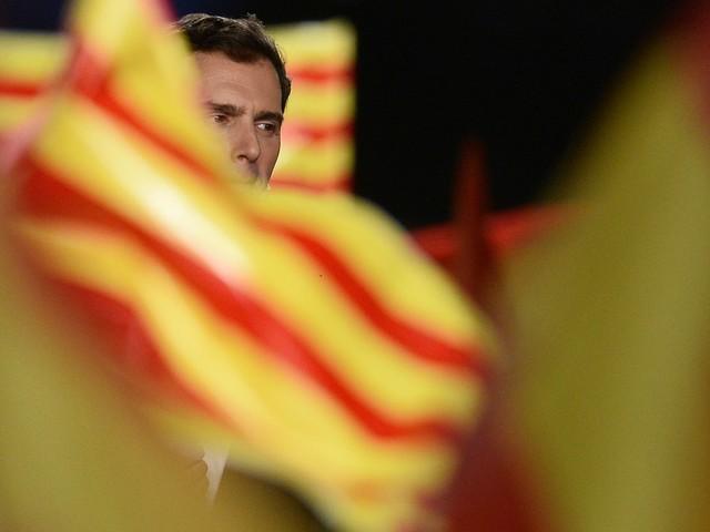 """L'abbraccio Sanchez-Iglesias: """"Sì a un governo di sinistra"""""""