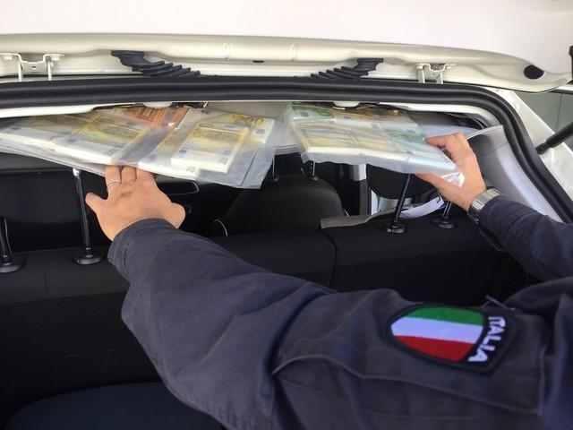 Contrabbando: sequestrati 24 tonnellate di carburanti e 28mila litri di alcolici