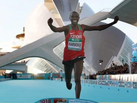 Atletica, il keniano Kamworor firma il record mondiale della mezza maratona