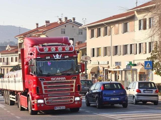 Stop ai Tir a Duino Aurisina: il Tar dà di nuovo ragione al Comune