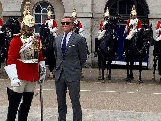 Bond 25 – Daniel Craig torna sul set, le foto da Westminster