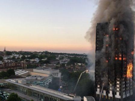 Quanto sono sicure le case in cui abitiamo? Cresce la paura dopo l'incendio alla Grenfell Tower