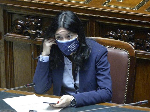 """Si accende la bagarre tra i ministri: """"Azzolina, tu non sei la scuola"""", """"Voi dem ci prendete in giro"""""""