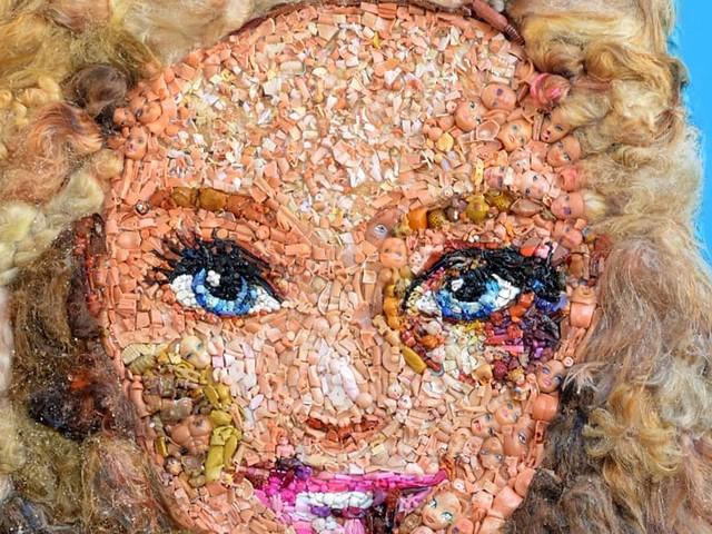 La Barbie tumefatta alla Cavallerizza Reale, l'esposizione dell'opera