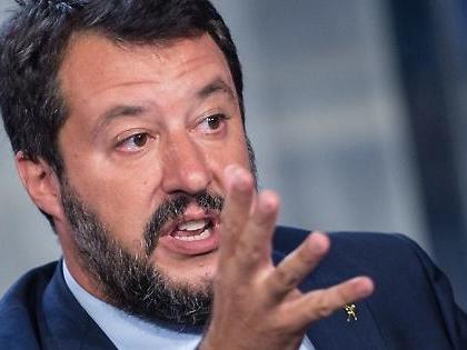 """Matteo Salvini: """"Via quella gentaglia"""". Chi caccia il leader della Lega: operazione, trionfo alle Regionali"""