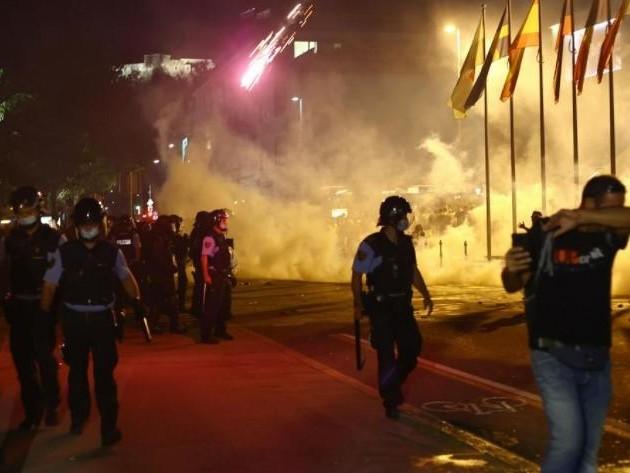 Scontri e proteste in piazza a Lubiana contro le nuove misure anti-Covid