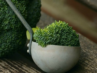 Ricette semplici e veloci: il broccolo gratinato con besciamella e formaggio