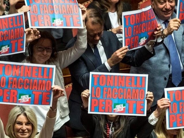 Toninelli, mozioni di sfiducia in Senato/ Tav, Pd-FI vs il Ministro: Governo tiene?