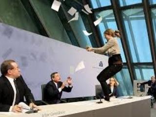 Draghi di cartapesta