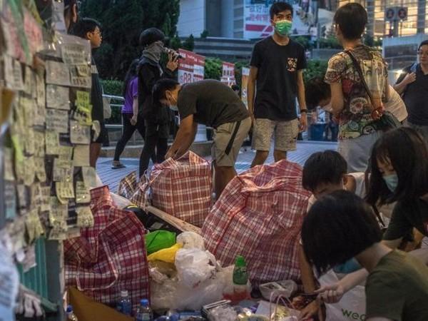 Facebook e Twitter rimuovono falsi account cinesi contro Hong Kong