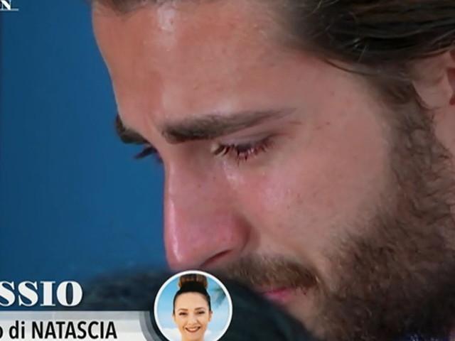 """Alessio in lacrime dopo le parole della fidanzata Natascia: """"Mi ha ferito"""""""