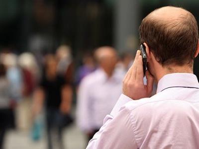 Cellulare e tumori, l'allarmante servizio de Le Iene e le 7 regolare per usare al meglio lo smartphone