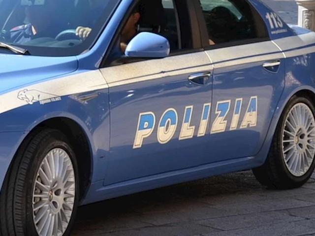 Genova, cadavere di un uomo in strada. Ipotesi: omicidio