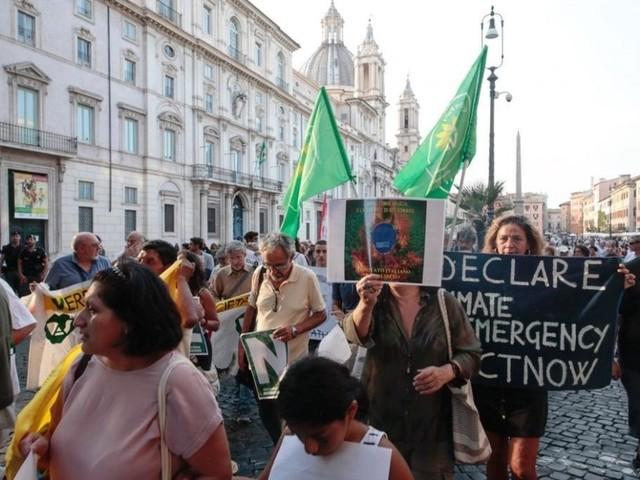 Incendi in Amazzonia, sit-in in piazza Navona