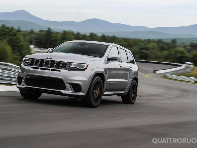 Jeep Grand Cherokee - In pista con la Trackhawk, la Suv da 700 cavalli