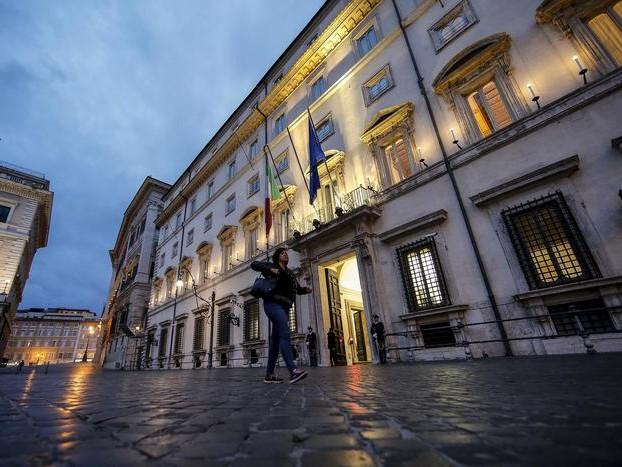 >>>ANSA/ Cdm impugna legge vitalizi Sicilia, deciderà Consulta