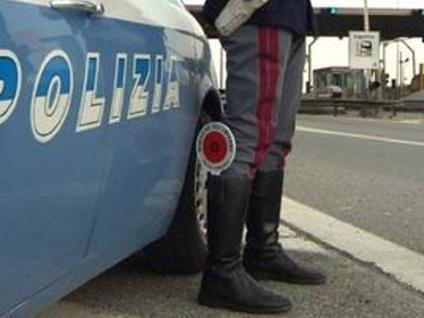 Dalmine, braccato fugge in auto Lo bloccano gli agenti e gli operai