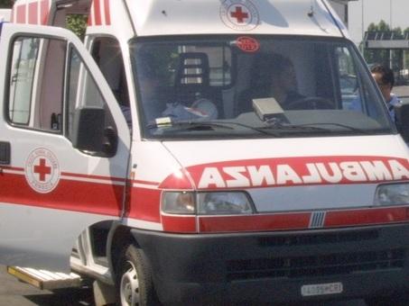 Incidente sulla A22: scontro tra auto e camion, muore una persona