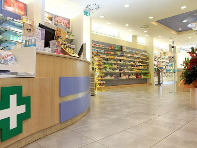 """Raddoppia il supplemento per gli acquisti notturni in farmacia: """"Adeguamento al costo del lavoro"""""""