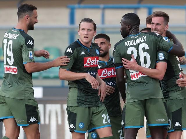 Serie A, il Napoli sbanca 2-0 Verona, Spal-Cagliari 0-1 al 94'