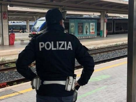 Palermo, sul treno senza biglietto vandalizzano i vagoni: denunciati due 14enni