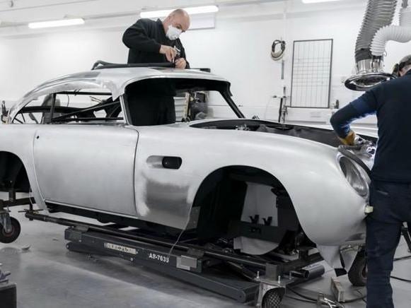 Aston Martin, operazione nostalgia: ritorna la DB5 di James Bond