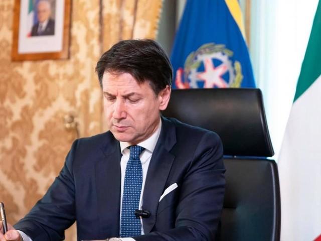 Coronavirus, il Governo approva il nuovo decreto: multe fino a 3.000 euro per trasgressori