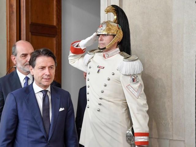 Ore decisive per il governo Conte è salito al Quirinale